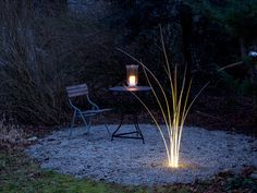 Twelve handcrafted optical fibres give an impression of glowing reeds. Consequently each stalk looks a little different. MunichReeds can be placed in a..