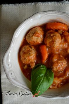 Pulpety w sosie pomidorowym z warzywami Polish Recipes, Curry, Diet, Dining, Ethnic Recipes, Entertaining, Food, Curries, Polish Food Recipes