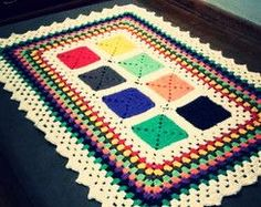 tapetes de croche colorido - Pesquisa Google Knit Rug, Knit Crochet, Crochet Table Runner, Table Runners, Diy And Crafts, Projects To Try, Blanket, Handmade, Afghans