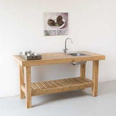 Деревянный кухонный стол с мойкой. .
