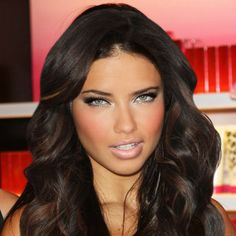 Adriana Lima hair and makeup. Adriana Lima Hair, Adriana Lima Makeup, Gabrielle Union Hairstyles, Brazilian Models, Fall Hair, Gorgeous Hair, Pretty Hairstyles, New Hair, Maybelline