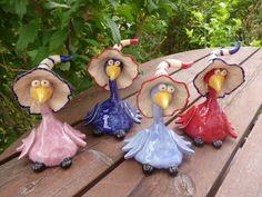 Geschenke für Frauen - Keramik Rabe mit Zipfelmütze dunkelblau - ein Designerstück von KeramikSchneider bei DaWanda