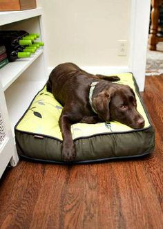 This cozy, comfortable bed boasts a leafy design that looks great in any home.