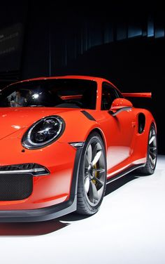 The Porsche 911 is a truly a race car you can drive on the street. It's distinctive Porsche styling is backed up by incredible race car performance. Porsche 911 Gt3, Porsche Cars, Range Rover Car, Range Rovers, Porche 911, Automobile, Ferdinand Porsche, Hot Cars, Sexy Cars