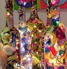 - Bottle Crafts - 15 idées sympas et originales pour recycler vos bouteilles en verre en luminaires ! 15 cool and original ideas to recycle your glass bottles into lighting! Glass Bottle Crafts, Wine Bottle Art, Painted Wine Bottles, Bottles And Jars, Decorated Bottles, Beer Bottle, Diy Projects With Wine Bottles, Wine Art, Fun Crafts