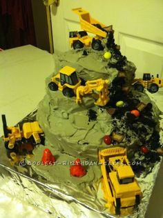 Coolest Construction Zone Cake ... This website is the Pinterest of birthday cakes