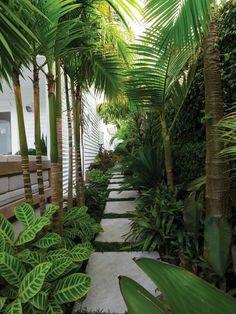 36 Amazing Tropical Garden Design Ideas Perfect For This Summer Balinese Garden, Bali Garden, Dream Garden, Garden Paths, Tropical Garden Design, Backyard Garden Design, Garden Landscape Design, Tropical Gardens, Small Garden Design