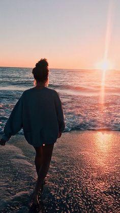How to Take Good Beach Photos Beach Photography Poses, Beach Poses, Summer Photography Instagram, Softbox Photography, Photography 2017, Phone Photography, Abstract Photography, Photography Portfolio, Photography Business