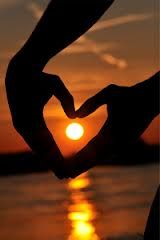 A Matter of Heart - Sunset / Gold Brown Black Heart In Nature, Heart Art, Beautiful Sunset, Beautiful Places, Beautiful Pictures, I Love Heart, Happy Heart, Photo Images, Heart Hands