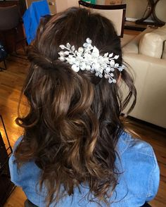 HALF UP HALF DOWN WAVY HAIRDOWant flawless wedding hair & makeup with zero stress? We gotchu! Go ahead and schedule your free consultation call today - link in bio @WindyCityGlam! . #chicagobridalmakeup #chicagomakeupartist #chicagoweddingmakeup #chicagobride #chicagomua #chicagowedding #chicagobridalmakeupartist #chicagobridalmua #chicagoweddingmua #chicagoweddingmakeupartist #chicagomua #chicagoweddingplanning #chicagoweddingphotographer #chicagobridalhair #chicagohairstylist #chicagoweddingha