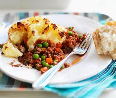 A simple Quorn Cottage Pie - Tesco Real Food recipe for you to cook a great meal for family or friends. Buy the ingredients for our Quorn Cottage Pie - Tesco Real Food recipe from Tesco today. Quorn Recipes, Pie Recipes, Veggie Recipes, Vegetarian Recipes, Cooking Recipes, Recipies, Dinner Recipes, Veggie Meals, Snacks Recipes