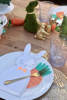 Feast your eyes on this impressive rustic Easter party! The table settings are fantastic! See more party ideas and share yours at CatchMyParty.com Easter Dinner, Easter Party, Animal Birthday, Girl Birthday, Easter Table Settings, Animal Cakes, Animal Party, Easter Bunny, Party Themes