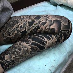 Very nice Japanese leg tattoo Japanese Leg Tattoo, Japanese Legs, Japanese Sleeve Tattoos, Japanese Waves, Leg Sleeve Tattoos, Tattoo Sleeve Filler, Life Tattoos, Body Art Tattoos, Hand Tattoos