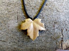Maple leaf necklace no. wooden necklace, cherry wood necklace, wooden jewel Maple Leaf of Canada: Chip Carving, Bone Carving, Wooden Necklace, Wooden Jewelry, Leaf Necklace, Dremel Carving, Wood Carving Designs, Wood Sculpture, Handmade Wooden
