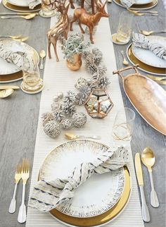 Elegant copper & gold holiday dining room decorations ( via We set ourselves a pretty fabulous table, cooked a delicious meal, and enjoyed each other's company at this year's copper and gold office holiday party! Gold Christmas Decorations, Christmas Table Settings, Christmas Tablescapes, Room Decorations, Holiday Tablescape, Dinner Table Settings, Dinner Table Decorations, Christmas Decorations Dinner Table, Christmas Table Set Up