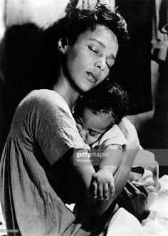 American actress and singer Dorothy Jean Dandridge hugging a child in Porgy and Bess. USA, 1959 Get premium, high resolution news photos at Getty Images Old Hollywood Glamour, Classic Hollywood, Best Actress Oscar, Vintage Black Glamour, Vintage Beauty, Black Actresses, Hollywood Actresses, Dorothy Dandridge, Black Goddess