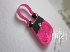 ~ a paper {life}: ~ purse-onality {quilled purse} Quilling Flower Designs, Paper Quilling Patterns, Quilling Paper Craft, Quilling Ideas, Paper Flowers Craft, Flower Crafts, Diy Paper, Paper Crafts, Driftwood Crafts