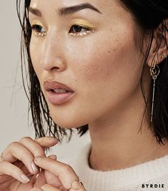 Nicole Warne's gilded eye makeup will give you all the beauty feels