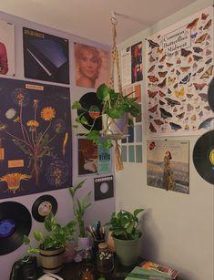 Indie Bedroom, Indie Room Decor, Cute Room Decor, Room Design Bedroom, Room Ideas Bedroom, Bedroom Decor, Bedroom Inspo, Chill Room, Cozy Room