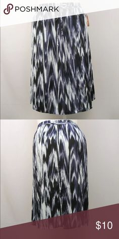 ❗️SALE❗️ A line skirt NOT NWT Faded glory a line skirt. Geometric Navy Knee length . NOT NWT . Never used tag fell off Faded Glory Skirts A-Line or Full