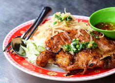 xotoursDid you know? Cơm tấm is one of the most accessible and delicious dishes in Vietnamese cuisine. The dish is as much an icon of Saigon as motorbikes or the Bitexco Tower are. There's a cơm tấm eatery on practically every street in the city, and Saigon does it better than anywhere else.  Hungry now?  Sign up for our Saigon By Night tour and enjoy this delicious dish with us.  Photo by @leon2108 Xóa bình luậnxotours#saigon #saigonese #saigonfood #vietnamesefood #comtam #b