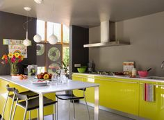 Lovin' the color scheme of this kitchen, although wall cabinets would have maximized the space more.