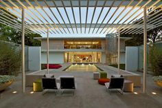 Contemporary Pergola Blends Seamlessly With Chic Pool
