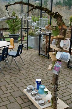 Music tree from recycled objects Outdoor Education, Outdoor Learning, Outdoor Play, Outdoor Spaces, Early Education, Outdoor School, Outdoor Classroom, Backyard Play, Backyard For Kids