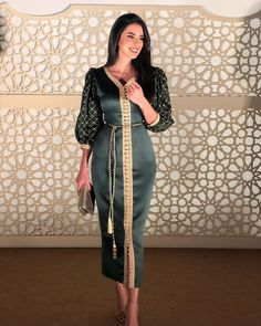 Abaya Style 99782947981431709 - esterday's look by 💚 Source by rsayada Morrocan Dress, Moroccan Caftan, Modest Fashion, Fashion Dresses, Sporty Fashion, Oriental Dress, Arabic Dress, Arab Fashion, Fashion Women