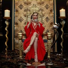 Taylor Swift Releases 'Look What You Made Me Do' Video During VMAs 2017 - WATCH HERE!: Photo Taylor Swift's brand new music video for her hot comeback single, Taylor Swift Music Videos, Taylor Swift New, Taylor Swift Pictures, Live Taylor, Le Vatican, Katy Perry, Fashion Videos, Taylors, Breakfast At Tiffanys