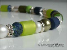Ausgefallenes Collier in sommerlichem Meerblau und Limette mit einem Schuss herbstlichem Olivgrün – das Ganze verfeinert mit Silberglanz und Perl...