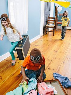 Teach your toddler to play our pack-and-dash relay game to pass the time until vacation!