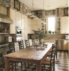 Eat in country kitchen: home décor, cozy kitchen. Cozy Kitchen, New Kitchen, Kitchen Decor, Eat In Kitchen Table, Kitchen Ideas, Kitchen Rustic, Awesome Kitchen, Vintage Kitchen, Distressed Kitchen