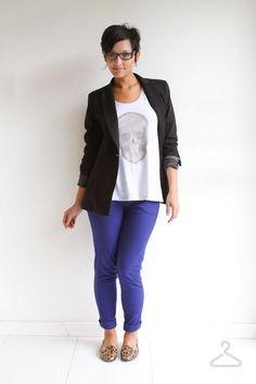 Blazer Preto + Camisa Caveira Farm + Jeans Claro Rasgado dobrado + Slipper