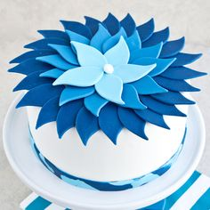 Learn how to make a blue flower ombre cake here http://cakejournal.com/tutorials/blue-ombre-flower-cake/