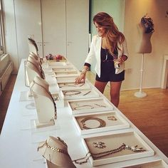 Jessie James Decker loves S&D!! Trunk shows with Stella & Dot are a great way to have a fun girls night in and hostesses can earn free product ! www.stelladot.com/lindseynations