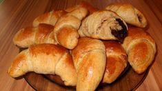 FOTORECEPT: Krehké špaldové rožky s jablkami Russian Recipes, Bread, Food, Polish, Basket, Vitreous Enamel, Brot, Essen, Baking