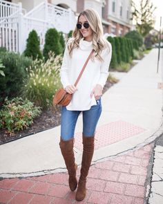 "2,573 Me gusta, 73 comentarios - Blonde Expeditions (@kaitlinkkeegan) en Instagram: ""All my favorite fall basics! Oversized neutral sweater, over the knee boots and a cognac crossbody…"""