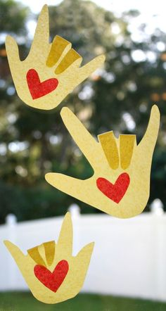 Craft to go along with The Kissing Hand...great window display and keepsake for Back to School, Open House, or your window at home