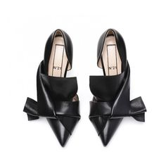 Black calf leather bow pumps ($560) ❤ liked on Polyvore featuring shoes, pumps, bow pumps, summer footwear, bow shoes, kohl shoes and calfskin shoes