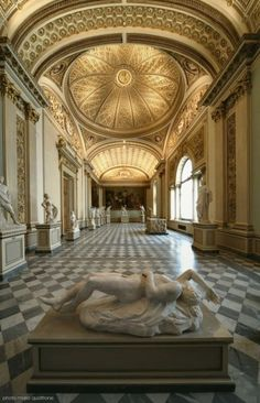 Uffizi Gallery (Galleria degli Uffizi), Florence, ITALY   The Uffizi Gallery is one of the oldest and most famous art museums of the Western world and one of the most popular tourist attractions of Florence.