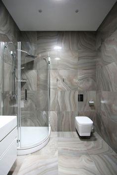 Badezimmer Design im Penthouse aus edlem Marmor als Fliesen und mit Eckdusche