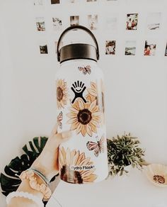 VSCO is a creative channel. We build creative tools, spaces, and connections driven by self-expression. Hydro Painting, Bottle Painting, Body Painting, Water Bottle Art, Cute Water Bottles, Custom Hydro Flask, Hydro Flask Water Bottle, Aesthetic Painting, Aesthetic Pics