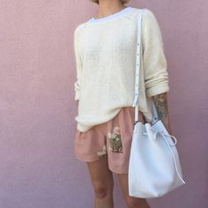 loose shorts and a light raglan sweater Lily Cat, Berlin, Mansur Gavriel Bucket Bag, Simple Style, My Style, Loose Shorts, Cactus Print, Spring Summer Fashion, My Girl