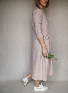Loose long dress with long sleeves S size. Simple, elegant and very comfortable linen dress. Cozy and plus size dress for woman. Have a good shopping and thank you for visting RoganovaArt.etsy.com! Here You can see more clothing made from natural fabrics. woman linen dress/ loose long dress/ boho maxi dress/ holiday dress/ dress with sleeves/ linen clothes/ linen long dress/ dress for woman/ oversized dress/ cozy dress/ summer linen dress/ loose linen dress/ #linendresses #longlinendress… Kimono Style Dress, Kimono Fashion, Boho Fashion, Style Clothes, Casual Clothes, Clothes For Women, Linen Dresses, Dresses With Sleeves, Moodboard Inspiration