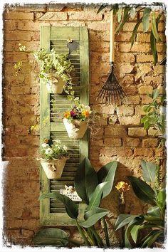 Best diy outdoor wall art old windows 42 Ideas Patio Shabby Chic, Shabby Chic Terrasse, Old Window Shutters, Cottage Shutters, Repurposed Shutters, Diy Shutters, Bedroom Shutters, House Shutters, Exterior Shutters