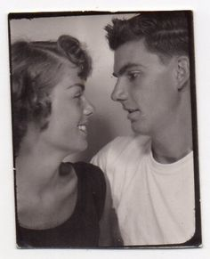 Photo Booth: Couples young love.