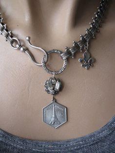 Beaute Francais ... vintage French eiffel tower paris book chain necklace