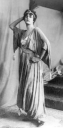Paul Poiret was one of the leading fashion designers of the early Century. He designed elaborate dresses that were designed to basically just LOOK good, they were not the most functional of dresses. This is Coco Chanel modelling one. Paul Poiret, Isadora Duncan, Jeanne Lanvin, Edwardian Fashion, Vintage Fashion, Edwardian Era, Vintage Clothing, French Fashion Designers, American Women
