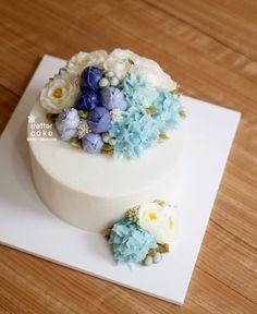 Done by student of Better class (베러 심화클래스/Advanced course) www.better-cakes.com Inquiry : bettercakes@naver.com - 베러케이크 / Better Cake - Butter Cream Flower Cake & Class Seoul, Korea based http://www.better-cakes.com Instagram : @better_cake_2015 Mail : bettercakes@naver.com Line : better_cake Facebook : Sumin Lee #buttercream#cake#베이킹#baking#rose#peony#버터크림케이크#베러케익#yummy#flower#생일케익#sweet#플라워케익클래스#foodporn#birthday#wedding#디저트#foodie#dessert#버터크림플라워케익#following#food#piping#beautiful#flowerst